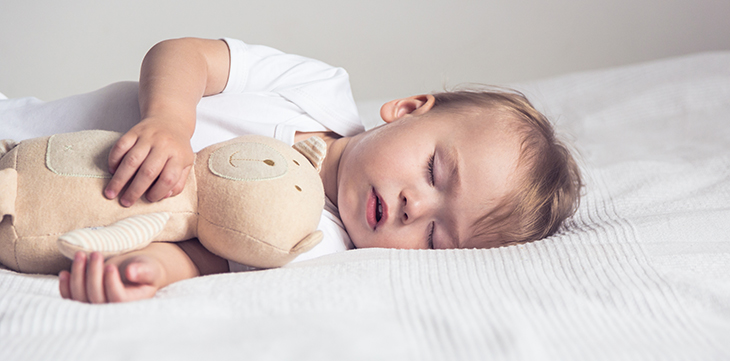 Goed kindermatras helpt tegen slaaptekort