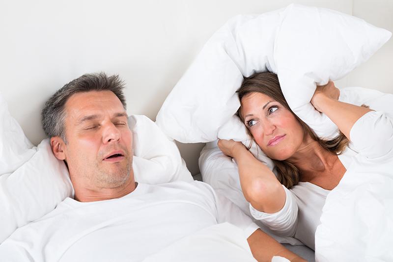 als je naast ieamand slaapt die snurkt of onrustig slaapt verstoort dat ook jouw nacht rust