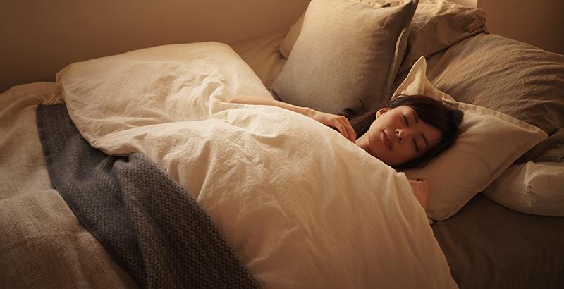 De één kan letterlijk binnen 2 minuten in slaap vallen en de ander ligt elke avond minimaal 45 minuten wakker