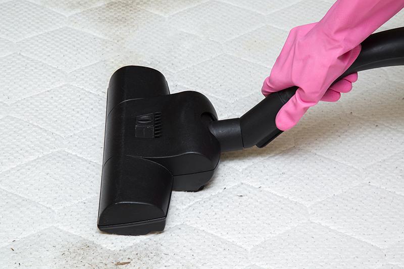 Onderhoud van matras met een stofzuiger